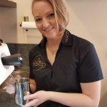 Mitarbeiterin der MARCO Straubinger Kaffeemanufaktur